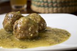 Albóndigas de pollo en salsa verde suave